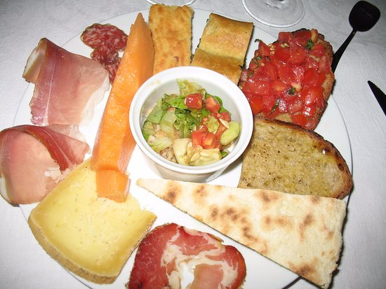 Agriturismo il Bastione: Every night started with beautiful antipasti