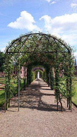 Haarzuilens, Ολλανδία: Pérgola decorativa.