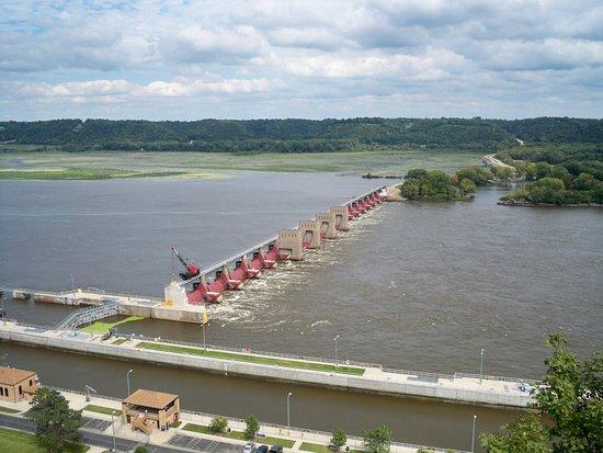 Dubuque, IA: Lock and dam