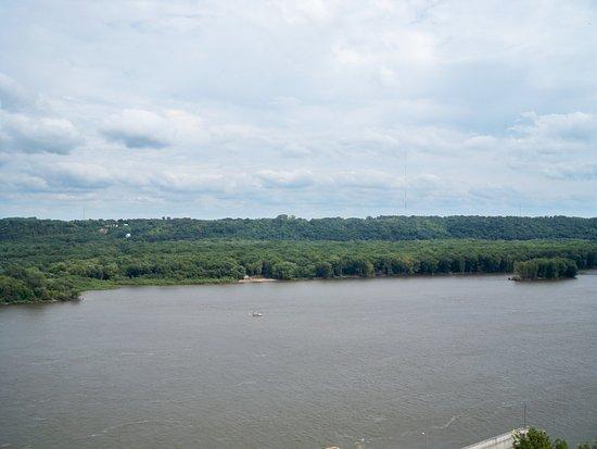 Dubuque, IA: River