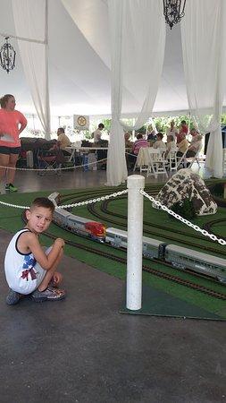 Clark Gardens Botanical Park: train exhibit