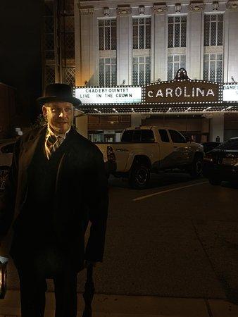 Greensboro, Carolina del Norte: Dan Riedel our tour guide in front of the Carolina Theater