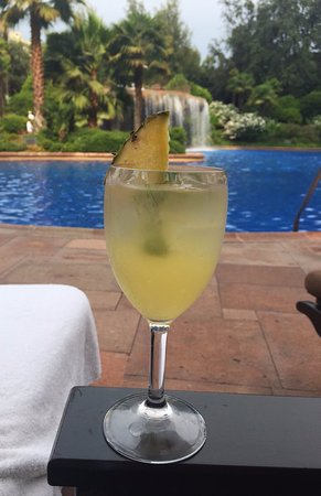 Grand Hyatt Santiago: Cocktails by the pool
