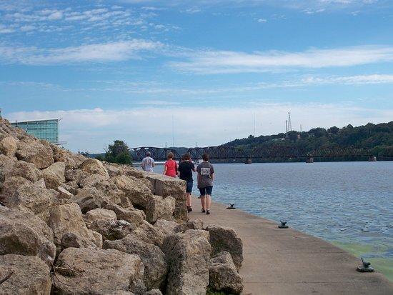 Dubuque, IA: River walk