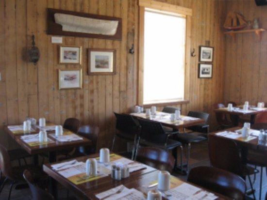Café de l'Anse du Centre Culturel Le Griffon : Dining area