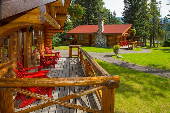 Alpine Village Cabin Resort - Jasper: Deluxe One Bedroom Cabins