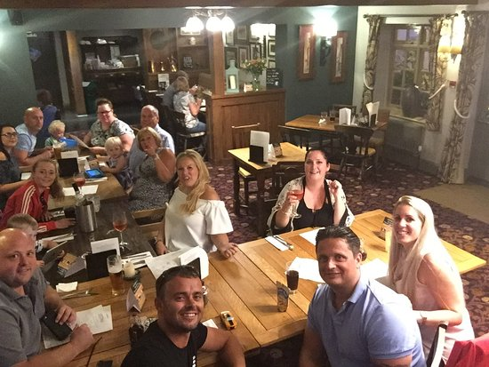 Theale, UK: The Fox and Hounds