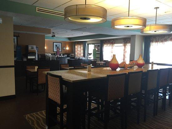 Hampton Inn Henderson : Breakfast Area