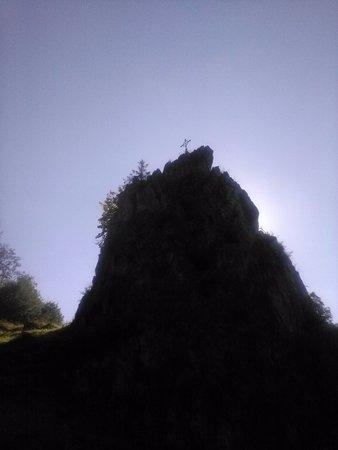 Warstein, Alemania: hoge rots gezien van onderaf
