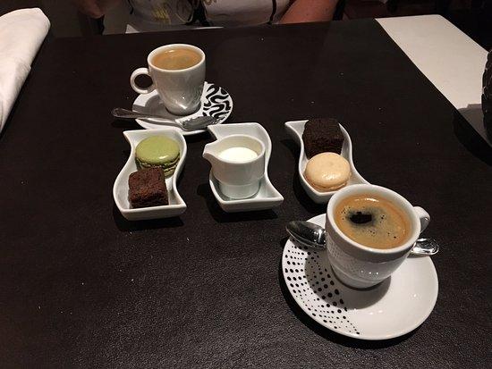 Restaurant Valentijn: koffie met friandiches