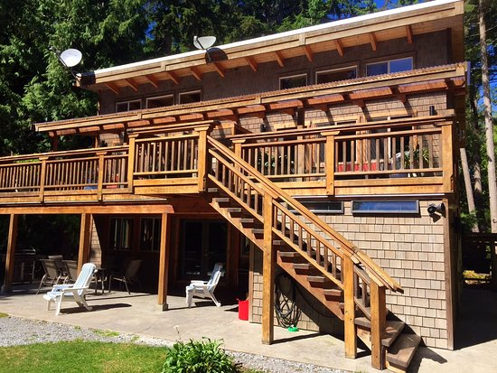 Savary Island, Kanada: Luxury Suites upstairs, main lodge below.