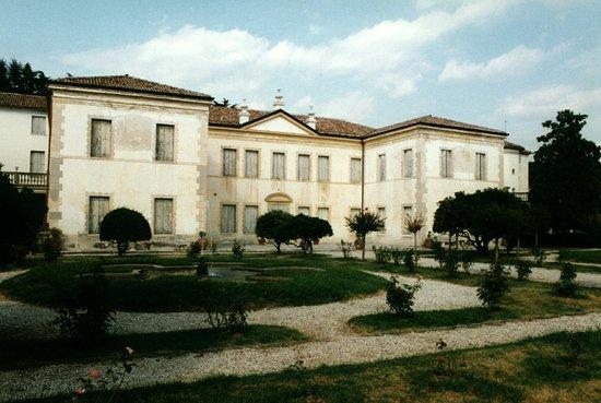 Villa Correr, Pisani