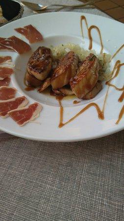 Torreblanca, Spanien: Boletus con foie y cebolla con albahaca