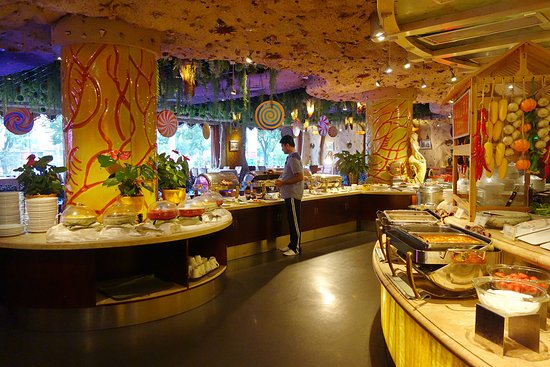 Taiyuan, China: Restaurant is very well decorated.