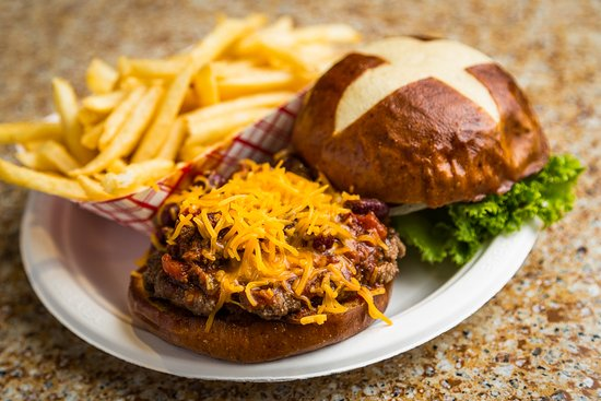 Mayetta, KS: Ordinary and Extraordinary Burgers