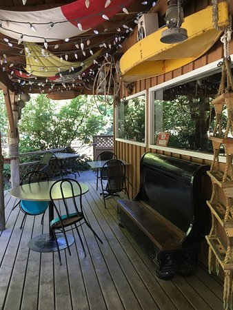 Riggers Pub: Front, outside deck.