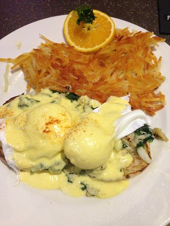 Marysville, WA: Crab Benedict and Crispy Hashbrowns