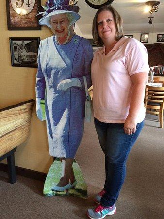 Hardy, أركنساس: Fun with lifesize cutouts