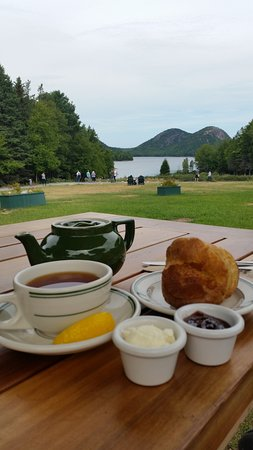 Jordan Pond House: Tea and popovers with a beautiful pond view