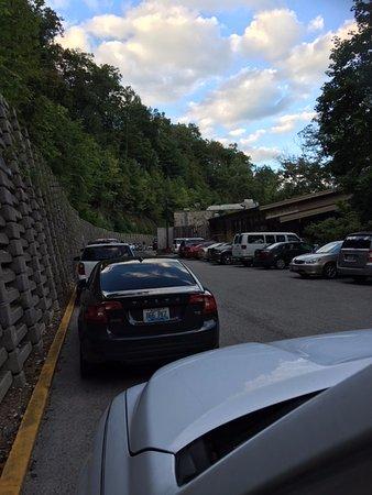 Slade, Kentucky: Free parking
