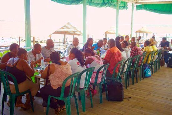 Buga Mama Restaurant : Vice Ministro de Educacion almorzando.