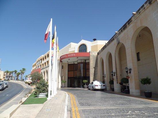 Marina Hotel Corinthia Beach Resort: Ingresso hotel