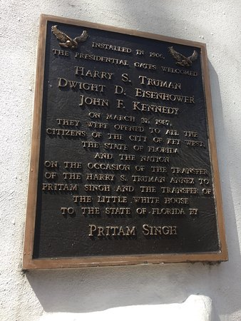 Harry S. Truman Little White House: Plaque outside the main gates entrance explaining the property