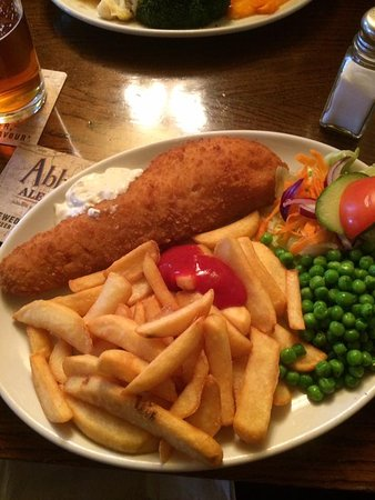 West Malling, UK: Fish and chips.