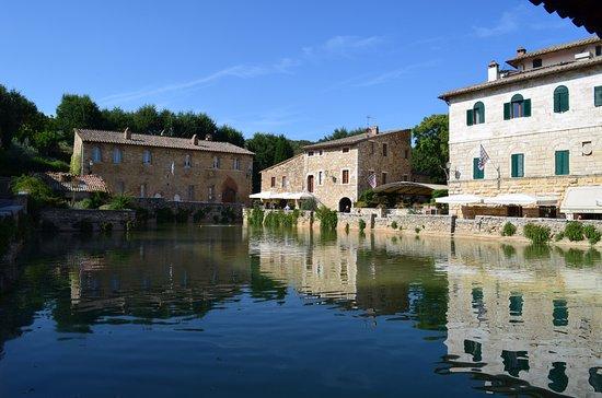 Bagno Vignoni , la plaza del pùeblo - Picture of Terme Bagno Vignoni ...
