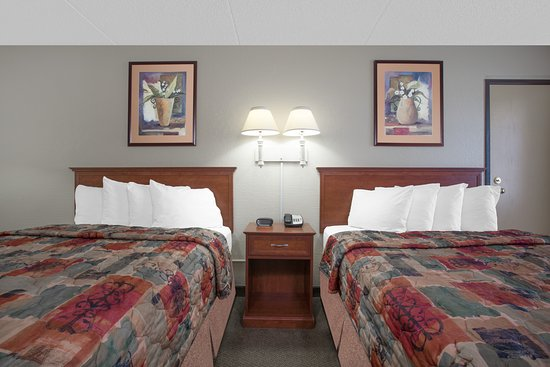 Days Inn Casper: Two Queen Bed