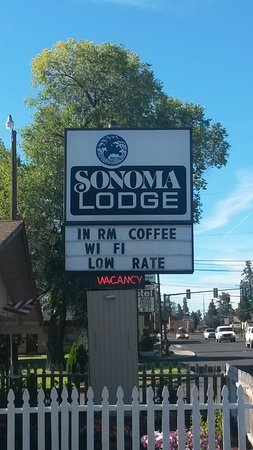 Sonoma Lodge: Sign viewed from street