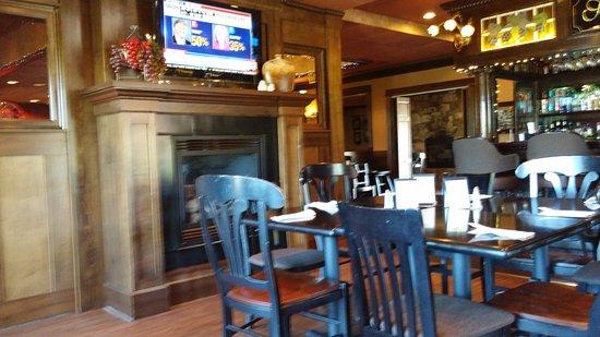 Lambs Creek Food and Spirits : Lounge
