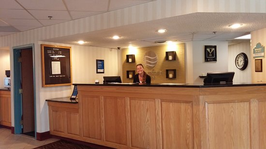 Mansfield, PA: Michelle at the Front Desk