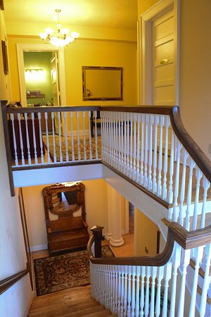 Looking Glass Inn: Main Stairway