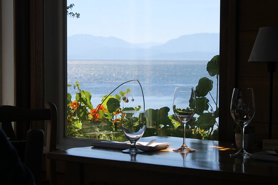 Sooke Harbour House : Great view out the window