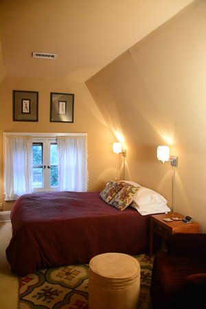 Stone Soup Inn: SW Loft Bedroom