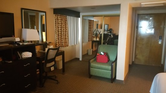 Days Inn Hollywood Near Universal Studios: Lots of room to move around plus a full closet that included an iron/safe