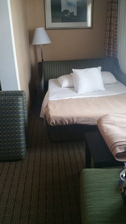 Days Inn Hollywood Near Universal Studios: Semi-private area with sleeper sofa and more seating