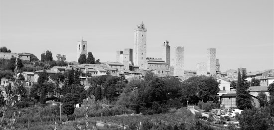 Relais Santa Chiara Hotel: Walled Town and towers