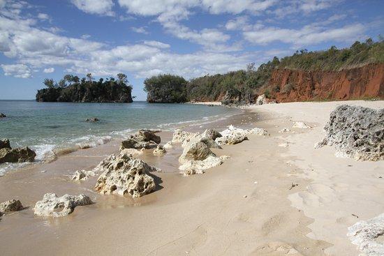 Anjajavy L'Hotel: Beach along trail