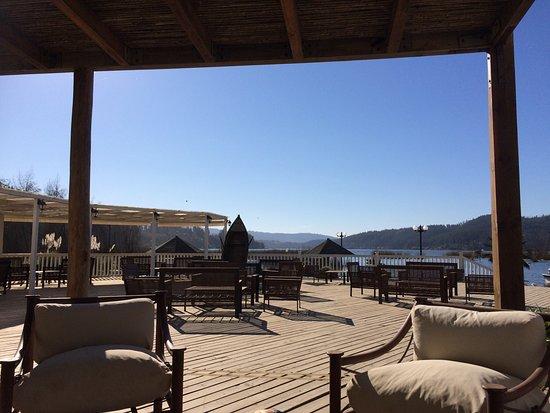 Hermoso lugar en cualquier estación del año por estar ubicado a orillas del Lago Vichuquén. De e
