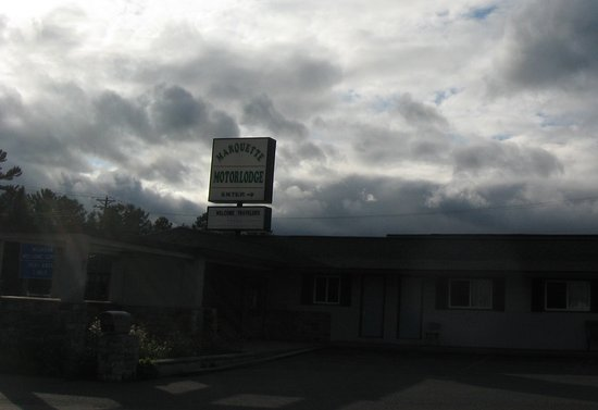 Marquette Motor Lodge : Right off the main road.