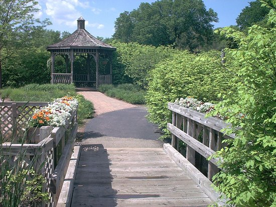 First Division Museum at Cantigny: Walking through the gardens