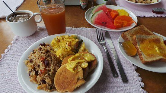 Palo Seco, Costa Rica: The breakfast was wonderful with fresh fruit & fresh fruit juice