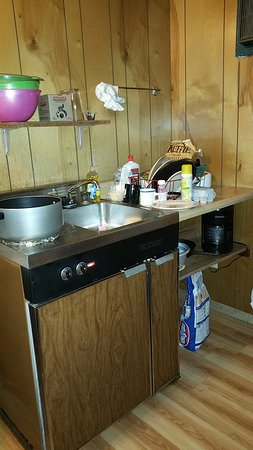 Twin Pines onTrout Lake: Kitchenette in use. Tiny but it works!