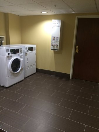 Holiday Inn Express & Suites: Laundry