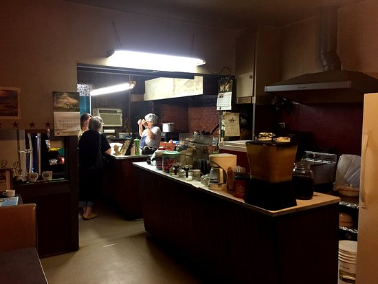 Hamilton, TX: Inside view of this humble BBQ shack with great Food!