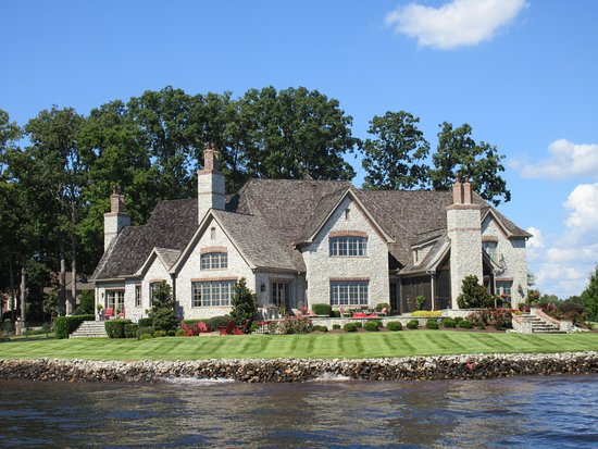 Denver, Carolina del Norte: Checking out the dream houses on the lake!