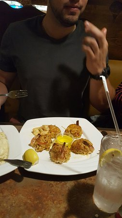 Lulu's Pizzeria and Family Restaurant: Dinner. Huge portions.
