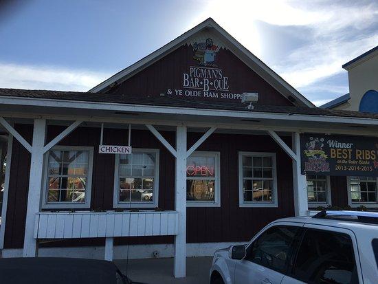 Pigman's Bar-B-Que: front entrance